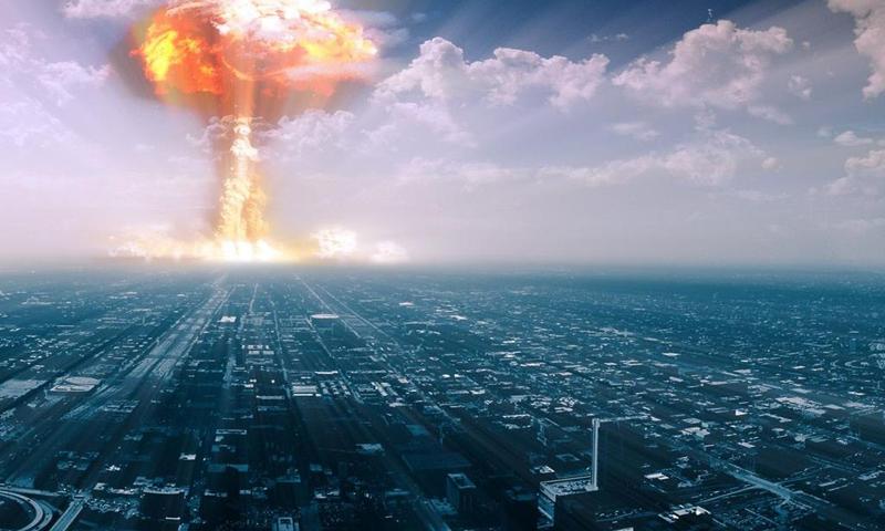 Miss Atomic Bomb: come sopravvivere ad un attacco nucleare
